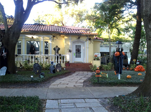 2013-10-29_halloweenhouse2
